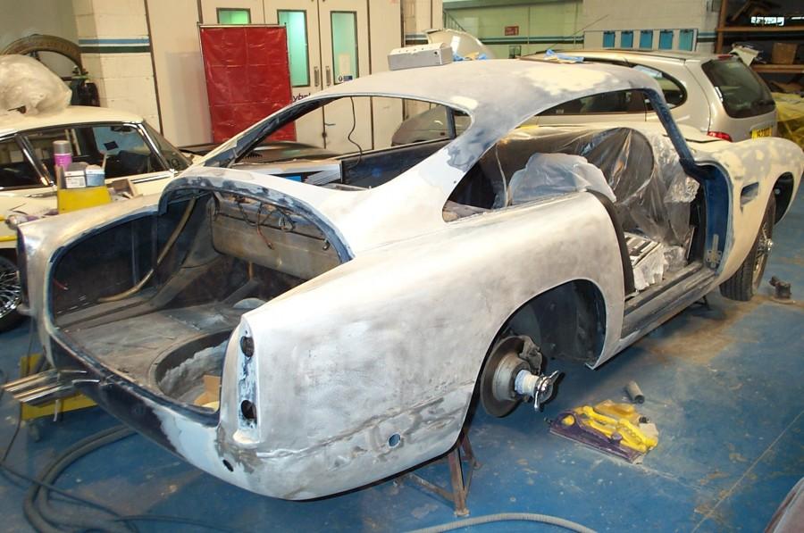 Restauration d'une Aston Martin, Le Riche, Jersey